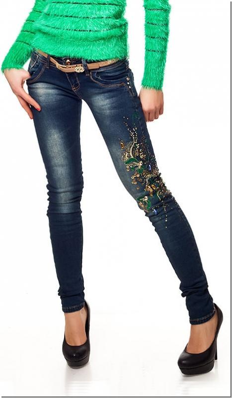jeans mit blumen stickerei und pailletten verzierung in. Black Bedroom Furniture Sets. Home Design Ideas