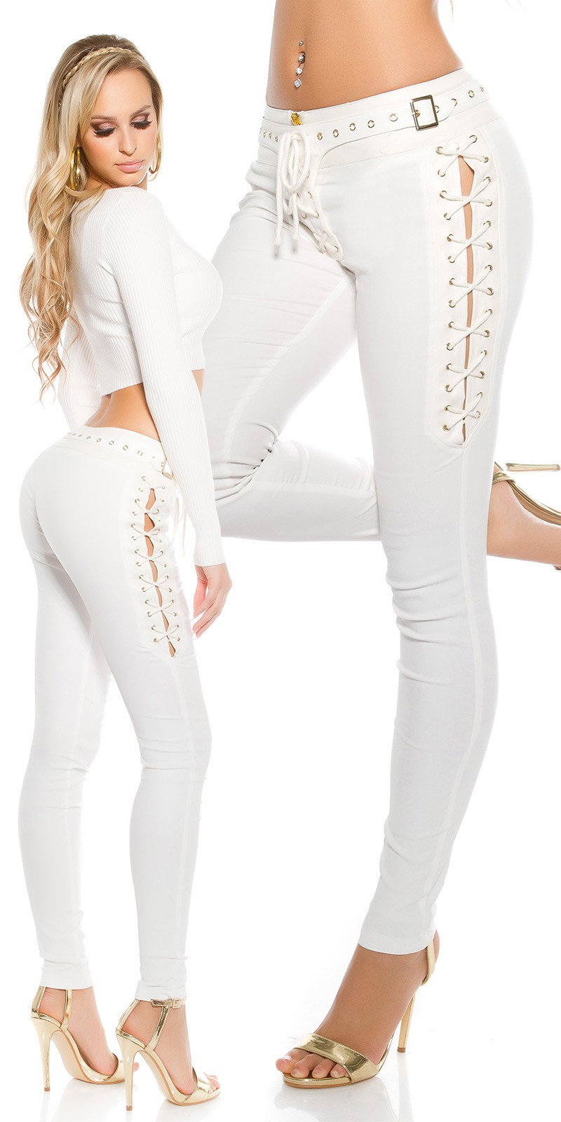 Sexy Frauenbeine In Den Baumwollstoffkurzen Hosen Stockfoto