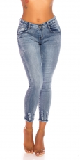 Moderne Stretch-Jeans im ausgewaschenen Destroyed-Look - light blue