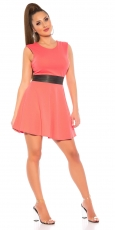 Tailliertes Minikleid mit Lederlook-Borde - coral
