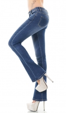 Moderne Bootcutjeans in aktueller Waschung - blue washed