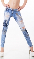 Sexy Röhrenjeans mit Pailletten-Patches und Glitzer-Stickereien in light blue