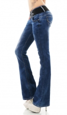 Modische Bootcut-Jeans mit Stretch-Gürtel in blue washed
