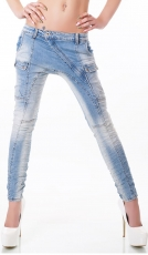 Freche Baggy-Jeans mit diagonalem Verschluss in light blue