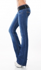 Bootcut-Jeans mit breitem Stretch-Gürtel in blue washed
